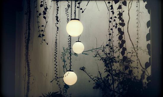 Iluminación con faroles para patio