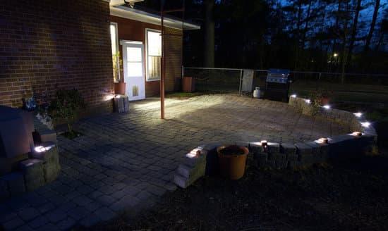 Iluminación con focos para patio